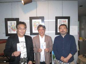 左からベースの天野さん、ピアノの佐々木さん、イラスト作家の井村さん